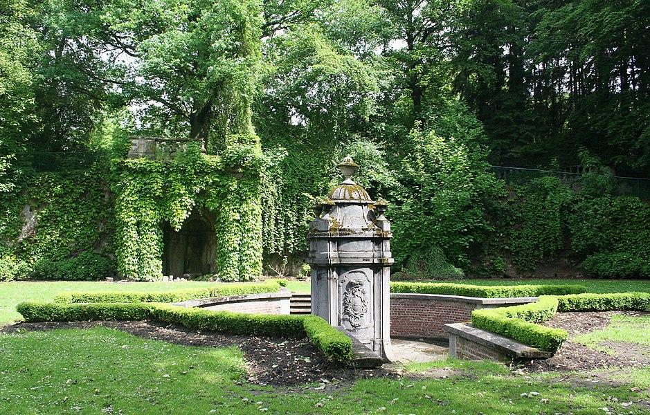 Morlanwelz-Mariemont (Belgium) - Parc de:Mariemont - Archiduke fountain also named Spa fountain (XVIIth century).