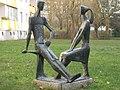 1100 Salingergasse 8 Stinygasse 1 - PAHN - Plastik Junges Paar von Gottfried Buchberger 1971 IMG 7159.jpg
