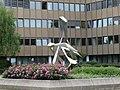 1210 Siemensstraße 92 - Atos Center Vienna - Stahlskulptur Bewegung III von Wander Bertoni 1980 IMG 4710.jpg