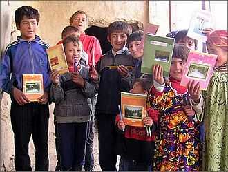 Yaghnobi people - A group of Yaghnobi-speaking schoolchildren from Tajikistan
