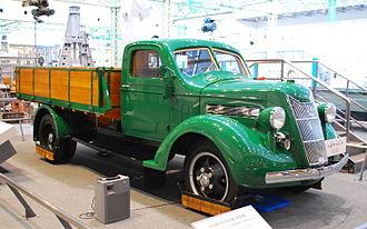 Toyota G1 - A replica of Toyota G1 in Toyota Museum