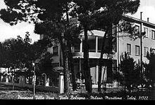 La Villa Pina costruita negli anni quaranta, venne poi trasformata dopo pochi anni, diventando così uno dei primi hotel a Milano Marittima, a tutt'oggi ha mantenuto la stessa architettura.