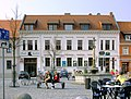 20090404300DR Bad Düben Marktbrunnen Markt-Apotheke.jpg