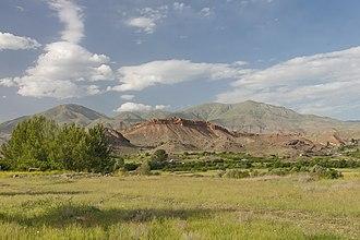 Arpi, Armenia - Image: 2014 Prowincja Wajoc Dzor, Krajobrazy widziane z drogi M2, Widoki okolic Arpi (04)