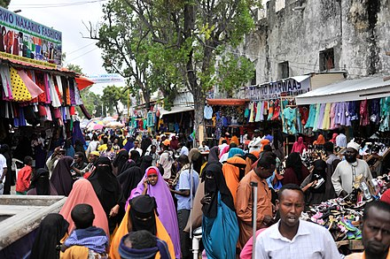 Shoppers in Hamarwayne market in Mogadishu 2016 04 Eid Preparions-11 (27469932863).jpg