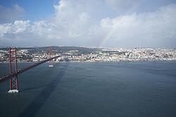 25 de Abril Bridge, Lisbon (11977101454).jpg
