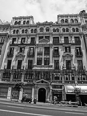 A Black and white photograph of a building at Gran Via, Madrid Spain 011.JPG