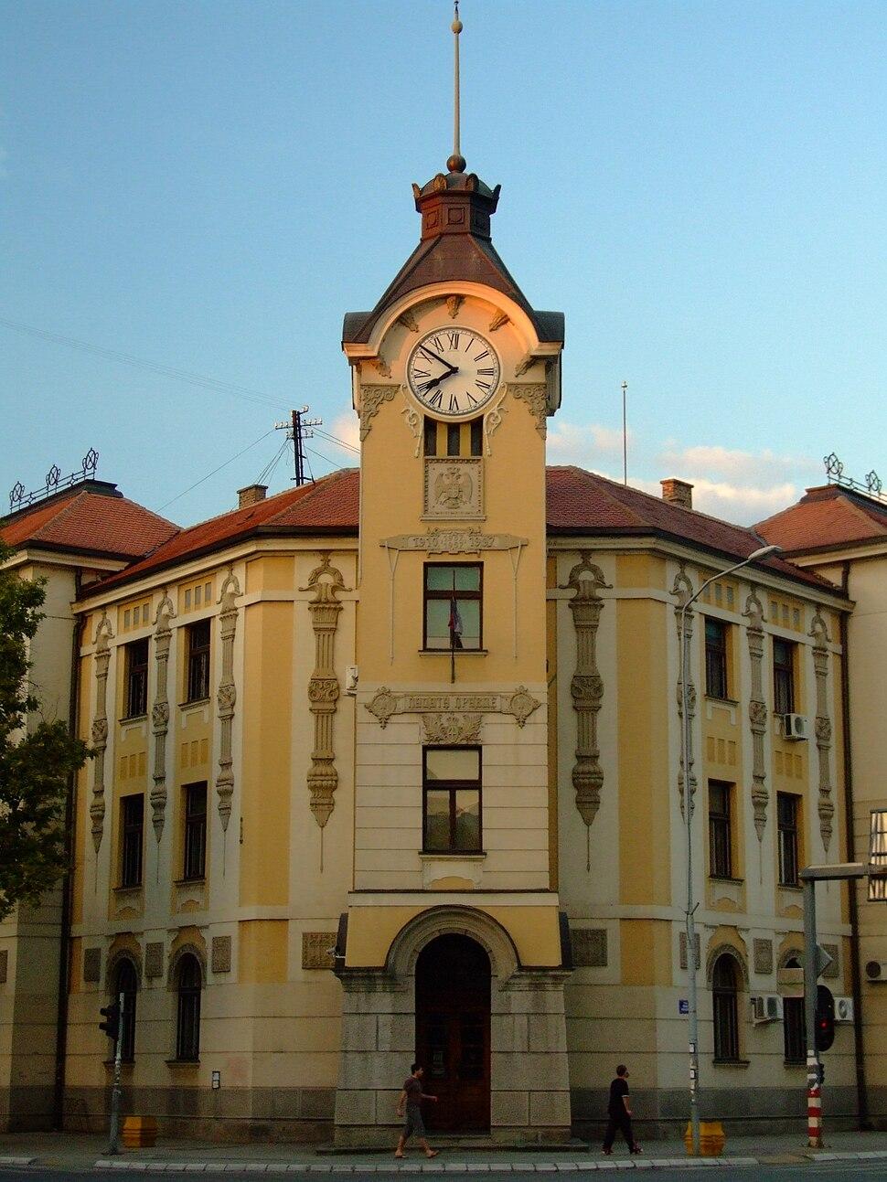 A town hall wannabe.