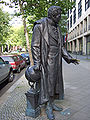 Alexander von Humboldt-Denkmal in der Budapester Str., Berlin - 2.jpg