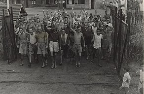 Allied prisoners of war after the liberation of Changi Prison, Singapore - c. 1945 - 02.jpg