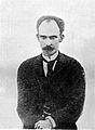 Ampliación aislada de la figura de José Martí de foto en grupo en una visita de propaganda 1892.jpg