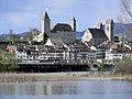 Ansicht von der Holzbrücke auf die Stadtsilhouette von Rapperswil mit Schloss und Stadtpfarrkirche, im Vordergrund der Seedamm 2012-04-22 17-56-52 (P7000).JPG