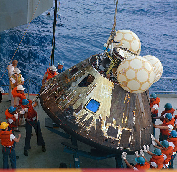अपोलो १३ जहाज पर