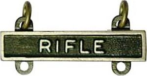 Charles Durning - Image: Army Qual Badge Rifle Bar Hi