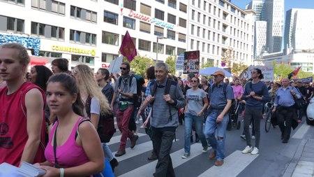 File:Aussteigen Protest zur IAA 2019 99.webm