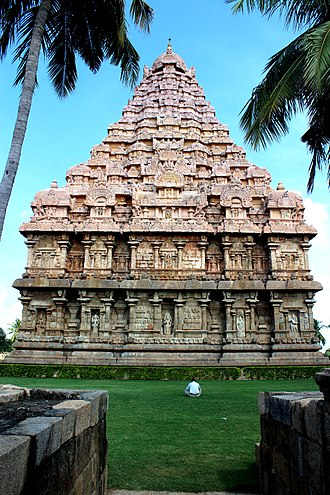 Brihadisvara Temple, Gangaikonda Cholapuram - The vimana traces a curve, unlike Thanjavur temple.