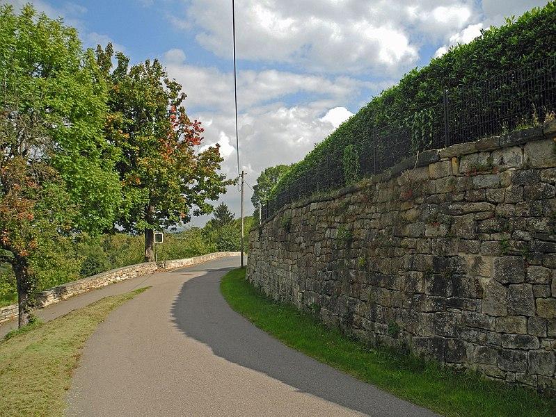 File:Bannewitz-GostritzerStr-Mauer.jpg