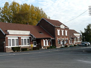 Banteux - Image: Banteux mairie et écoles (Nord, France)