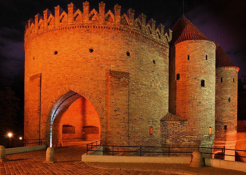 Barbacane de Varsovie (Barbakan en polonais), porte de la ville fortifiée - Photo de Solidphotouploader