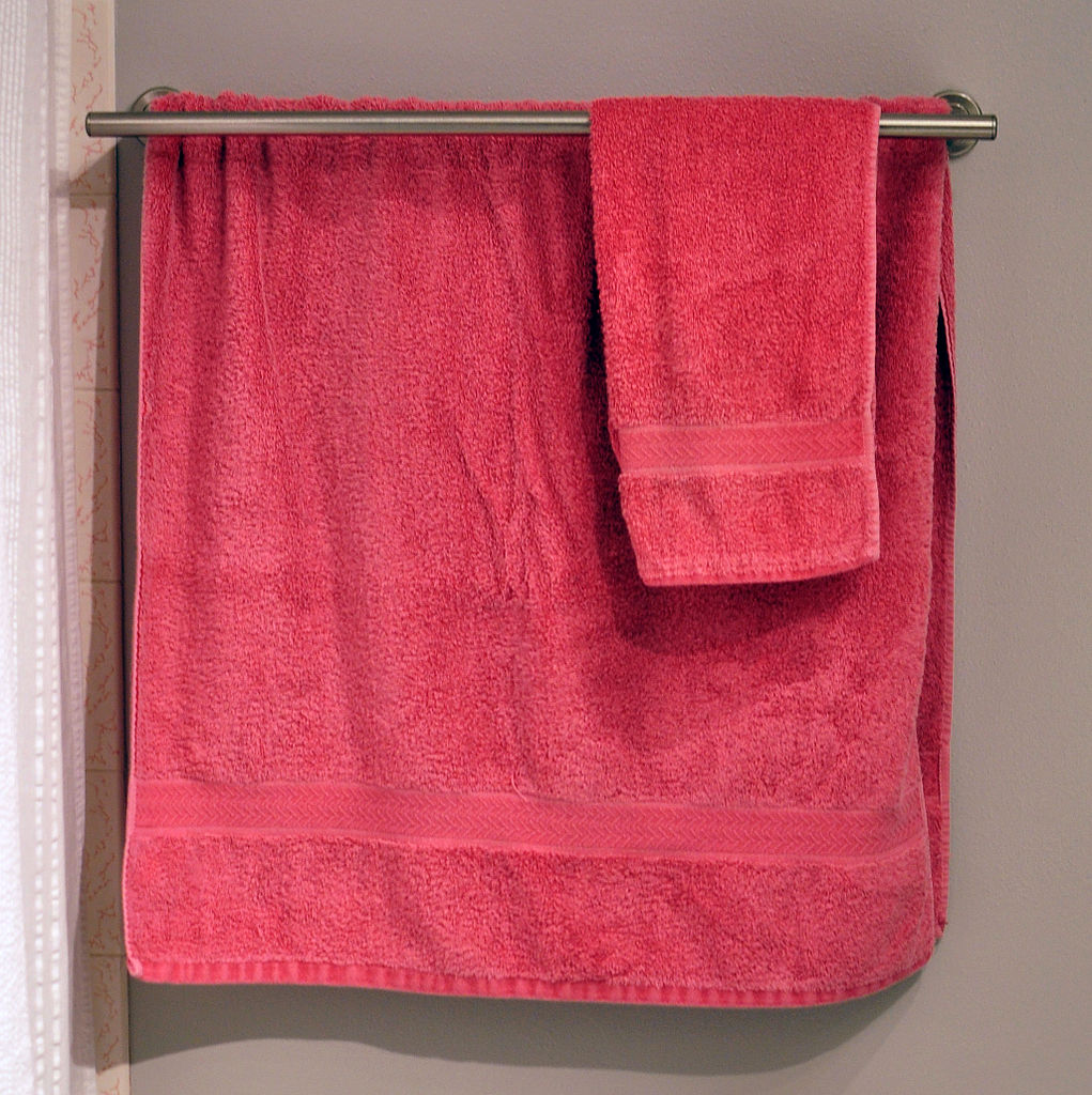 Bathroom Towel Filebathroom Towelsjpg Wikimedia Commons