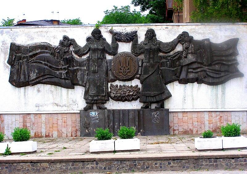 File:Berezhany-wall sculpture.jpg