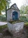 foto van Mergelstenen heiligenbeeld-huisje