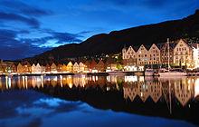 Il quartiere di Bryggen di notte.