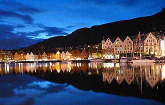 Bryggen - Image: Bergen by night