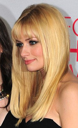 Beth Behrs People's Choice Awards -gaalassa 2012.