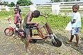 Bicyclette en bois à la roça Agostinho Neto (São Tomé) (2).jpg