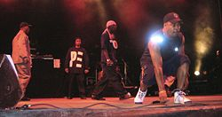 Public Enemy in concerto a Bilbao nel 2006 (da sinistra: un membro della Security Of The First World, Professor Griff, Chuck D e Flavor Flav)