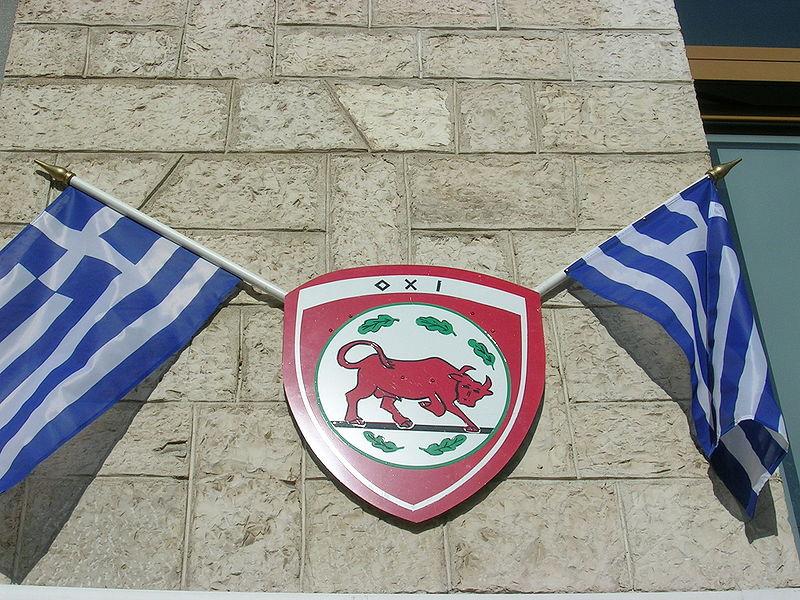 Αρχείο:Blason et drapeau grec commémoration jour du non.JPG