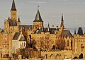 Blick vom Zellerhorn zur Burg Hohenzollern (1. Burg, 1000-1267 ^ 3. Burg 1850-1867) - panoramio.jpg