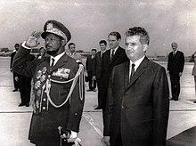 Jean-Bédel Bokassa (a sinistra).