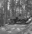 Bosbewerking, auto's, arbeiders, boswegen, werkzaamheden, Bestanddeelnr 253-5117.jpg