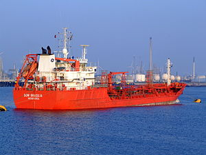 Bow Brasilia IMO 9215282 at the Calland canal, Port of Rotterdam, Holland 29-Apr-2007.jpg