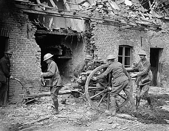 Battle of the Lys (1918) - British gunners with 18 pounder at Saint Floris Battle of the Lys 1918