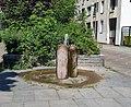 Brunnen Schwerinstr 18 (Schön) Kleiner Brunnen Fa Scherhag 1980.jpg