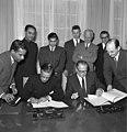Bundesarchiv B 145 Bild-F009588-0004, Auswärtiges Amt, Abkommen mit Indien.jpg