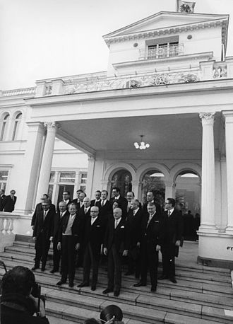 West Germany - The Brandt cabinet of 1969 on the steps of President Heinemanns's residence in Bonn, the Villa Hammerschmidt