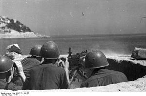 Fiat–Revelli Modello 1935 - Italian soldiers firing a Fiat-Revelli 35.