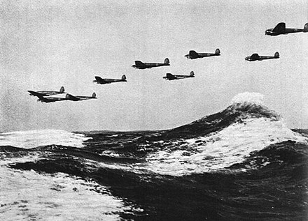 German Heinkel He 111 bombers over the English Channel 1940 Bundesarchiv Bild 141-0678, Flugzeuge Heinkel He 111.jpg