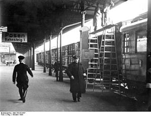 Bundesarchiv Bild 183-E11637, Posen, Hauptbahnhof