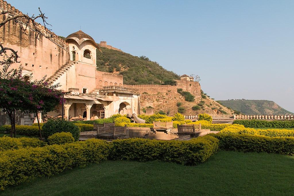 File:Bundi-Garh Palace-Garden of the Zenana-20131015.jpg ...