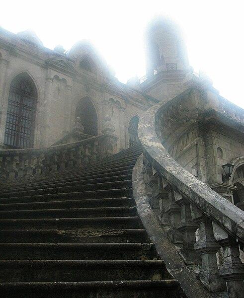 Archivo: Bykovo neo-gótico de la iglesia en la snow.jpg