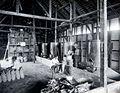 COLLECTIE TROPENMUSEUM Het drogen en in zakken verpakken van erts op de Singkep Tin Maatschappij TMnr 60055718.jpg