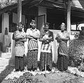 COLLECTIE TROPENMUSEUM Portret van een groep Balinese mannen met een kat voor het huis van Rudolf Bonnet TMnr 60030624.jpg