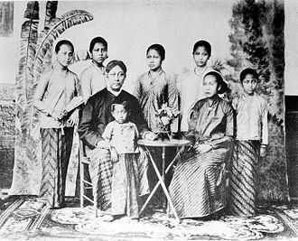 Kebaya - Young Kartini with her family. Here shown kebaya worn by the women of 19th century Javanese aristocracy.
