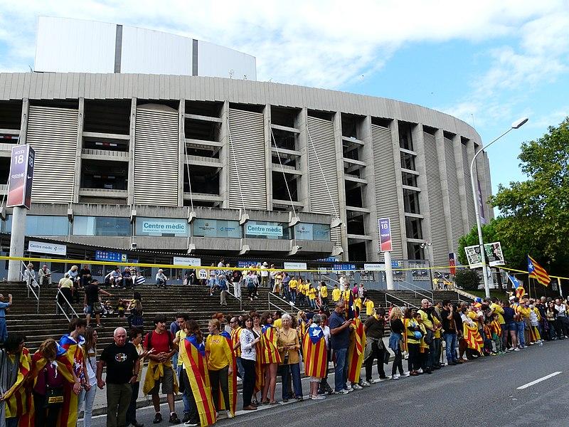 File:Camp Nou - Via Catalana - abans de l'hora P1200403.jpg
