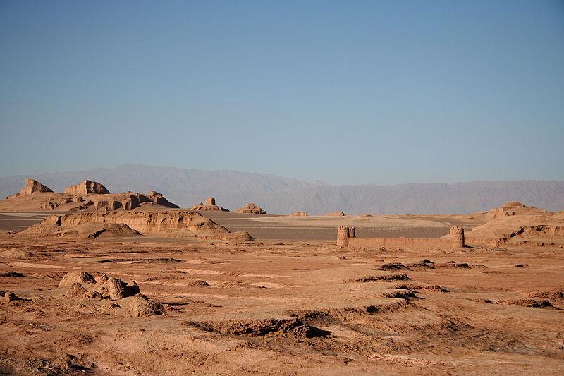File:Caravanserai in desert Dasht-e Lut, Kerman Province, Iran 03.JPG